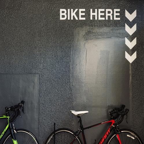 【館内設備】館内にはバイクスタンドも完備