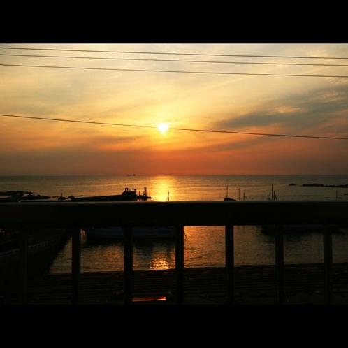 *部屋からの夕陽 (1)