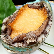 夕食◆海の高級食材「アワビ」を味わう