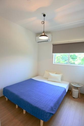 クイーンベッド room