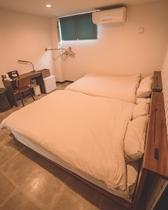 ダブルツインベッドルーム