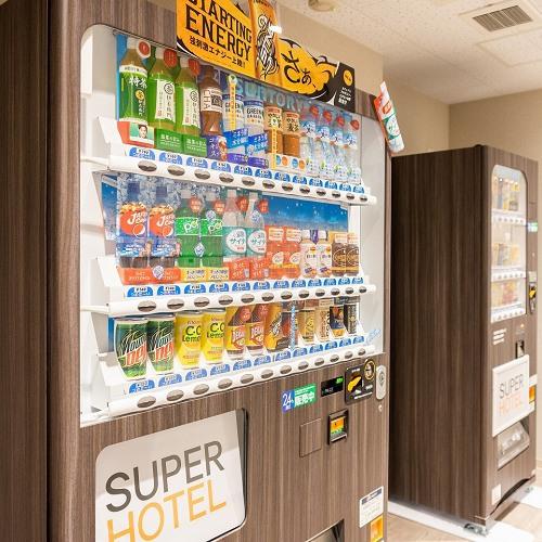 自動販売機は2階にございます