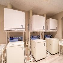 洗濯機・乾燥機3台完備!洗剤無料で長期滞在でも安心、清潔!