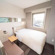 眠りを追及した150cm幅のワイドベッドと適度な硬さのマットでぐっすり