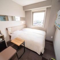 【コンパクトツイン】900×2000のベッドが2台横並びのお部屋です。