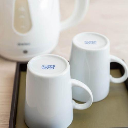 温かい飲み物や夜食などに便利!操作も簡単な電気ケトル。