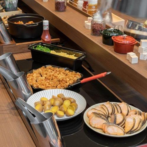 【朝食ビュッフェ】ご当地メニューなど日替わりで一日の活力を