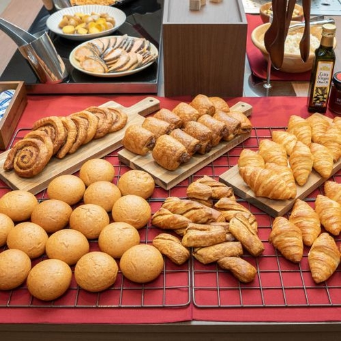 【焼きたてパン】あつあつサクサク、焼きたての香りをお楽しみください
