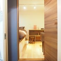 1階 寝室ROOM#2   6畳ダブルベッドルーム(140cm×200cm)