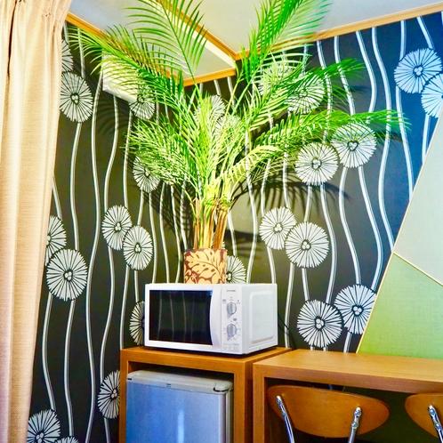 冷蔵庫、電子レンジ  1階 寝室ROOM#1  6畳ダブルベッド(140cm×200cm)