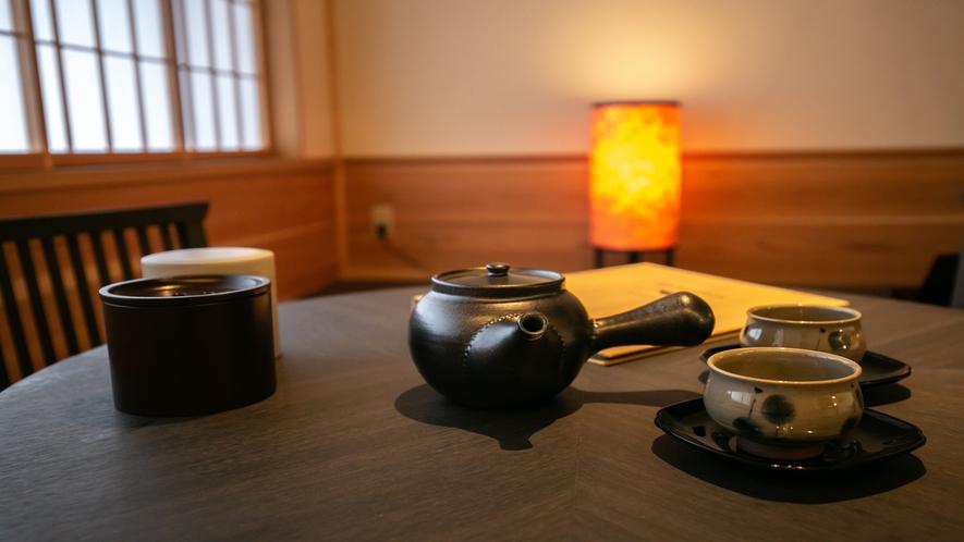 畳のスペースでゆっくりと日本茶をお楽しみください