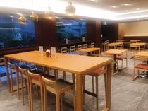落ち着いた雰囲気の朝食会場