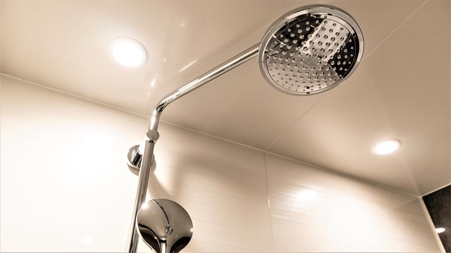 【モデレートクイーン&スーペリアツイン】洗い場付バスルームはレインシャワーも装備