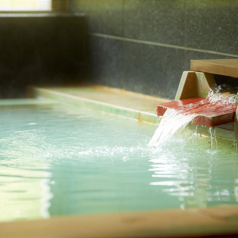 【温泉大浴場】<泉質>酸性カルシウム硫酸塩・塩化物温泉