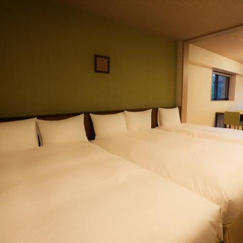 【デラックスルーム(定員4名)】ベッドは4台まで増やすことが可能です