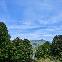【スーペリアルーム(最大定員3名)】晴れた日は突き抜けるような青空が心地よい