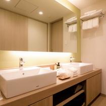 【デラックスルーム(定員4名)】デラックスルームは洗面が2つあり、大人数にも対応