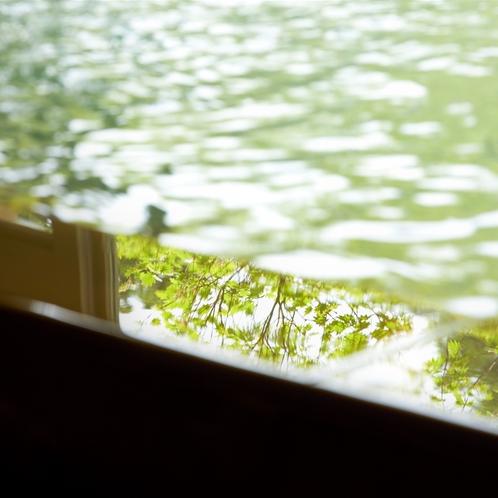 【温泉大浴場】箱根の四季の風情を感じて、心ゆくまでごゆっくりとおくつろぎください。