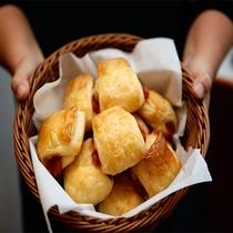 《朝食》焼きたてパンをどうぞ※4/14~当面無料朝食内容縮小中。画像とは異なります。