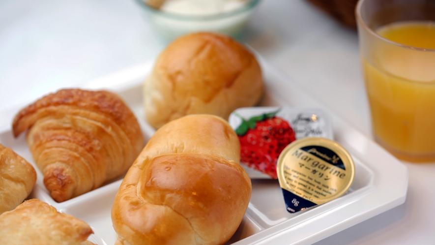 大好評‼︎ 朝食焼きたてパン