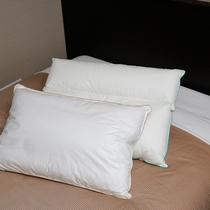 ベッドは日本ベッド社製・枕はリフワージュ
