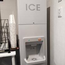 ≪製氷機≫1階にございます