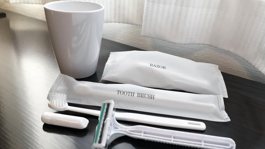 ≪アメニティ≫ 歯ブラシ・ヒゲソリ・コップ等はユニットバス内にございます