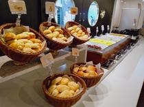 数種類のパンを日替わりでご用意しております。※4/14~当面無料朝食内容縮小中。画像とは異なります。