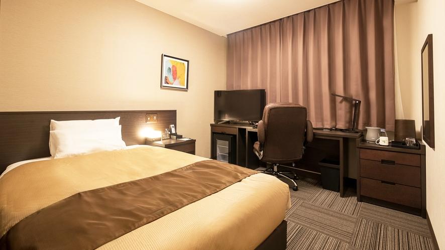 《シングルルーム》日本ベッド社製セミダブルベッドを使用