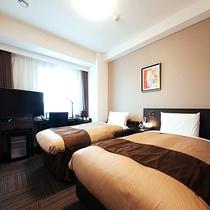 《ツインルーム》日本ベッド社製セミダブルベッドとソファーベッドを使用