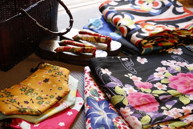 お手頃価格で色浴衣も販売しています。かわいい羽織もオプションで貸し出し。