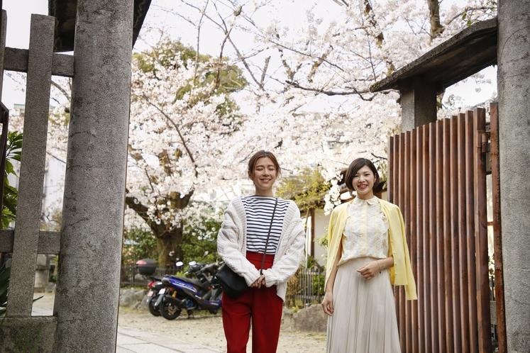 徒歩1分の菅大臣神社。菅原道真公の生誕の地と言われてます。令和元年の今年ぜひ記念参拝を。