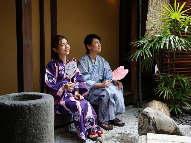 夏の京都を町屋ステイで満喫♪お庭を眺める離れ・もみじの縁側