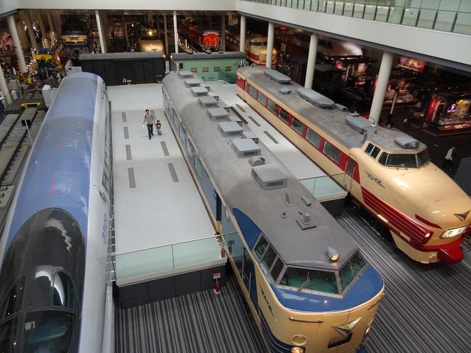 京都鉄道博物館へもタクシー10分。バス20分。