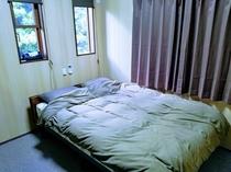 寝室・ダブル(2F)