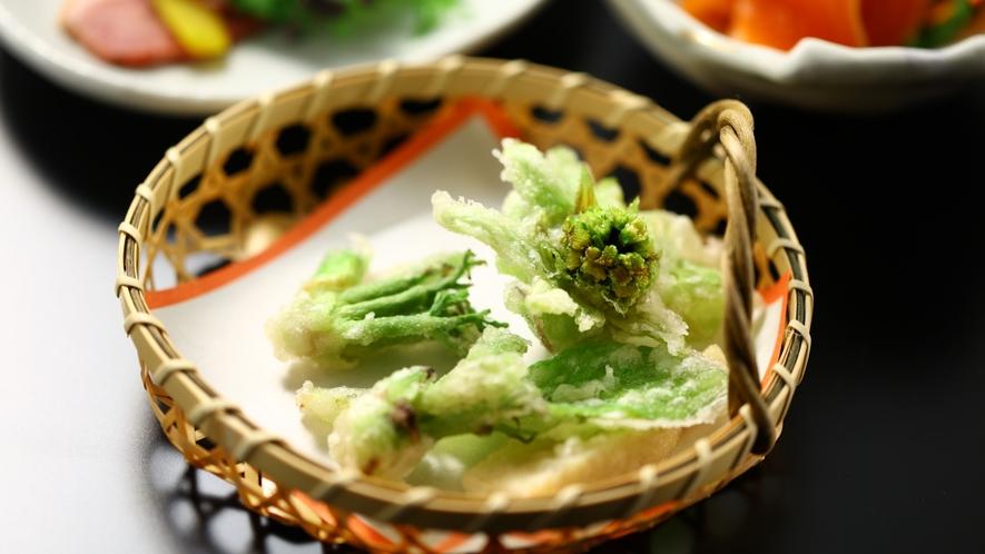 ご夕食一例。季節の天ぷら。
