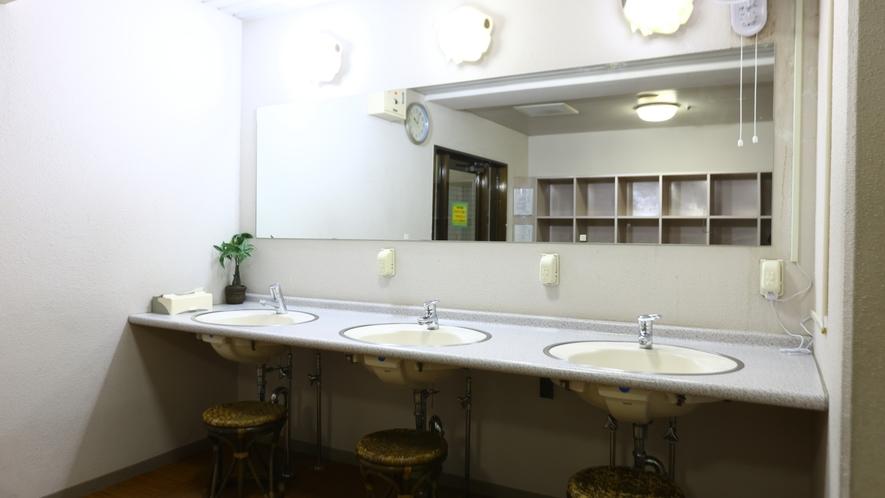 大浴場 洗面コーナー。