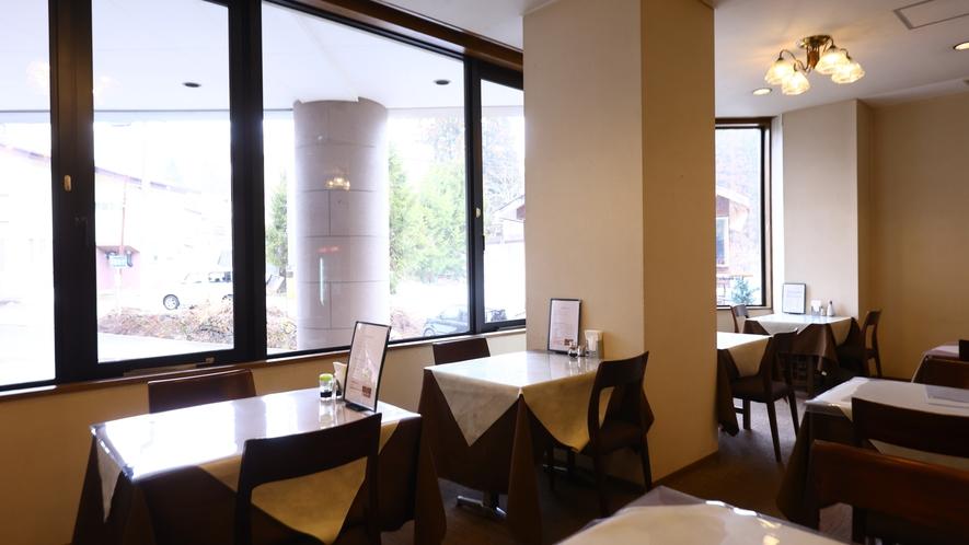 1Fレストラン。ご夕食・ご朝食ともにこちらでお召し上がりください。