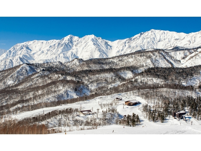 TSUGAIKE MOUNTAIN RESORT最上部ゲレンデ「栂の森ゲレンデ」より望む白馬連峰