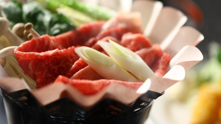 牛すき鍋。さしの入った柔らかいお肉です。