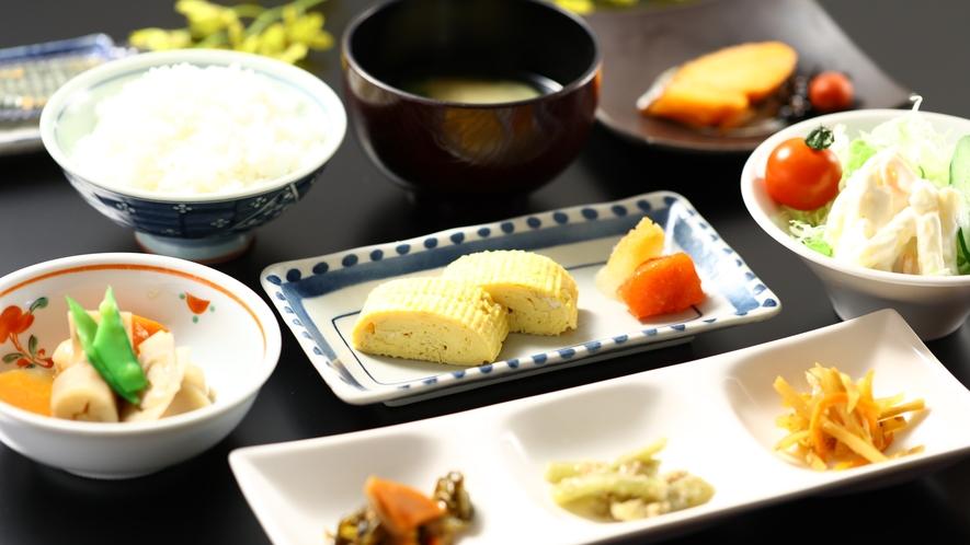 朝食一例。優しい味の和食です。お腹を満たして今日もアクティブに!