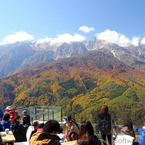 白馬岩岳マウンテンハーバーから望む紅葉の白馬連峰