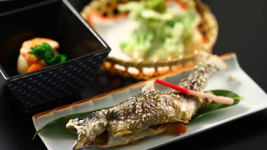 ご夕食一例。岩魚の塩焼き。
