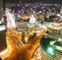 大阪駅周辺の美しい夜景をご覧いただけます。