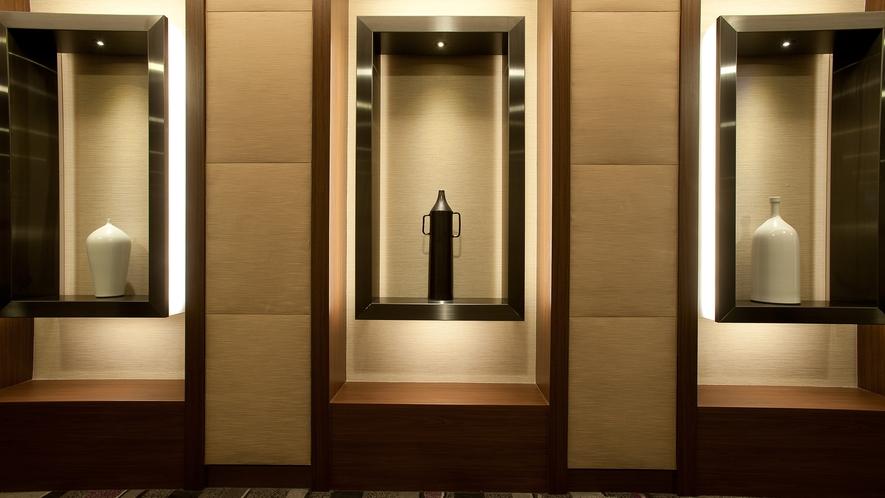【27階グランヴィアフロア】美術館の回廊をイメージした廊下