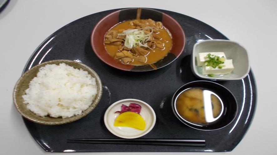 ★【定食メニュー】もつ煮定食