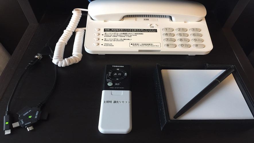 ★【客室】枕元には携帯電話の充電器もご用意しております