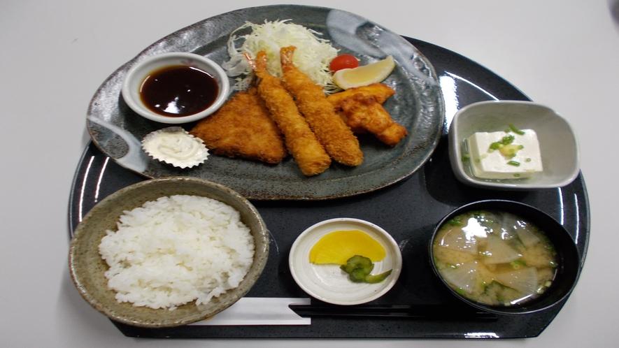 ★【定食メニュー】ミックスフライ定食