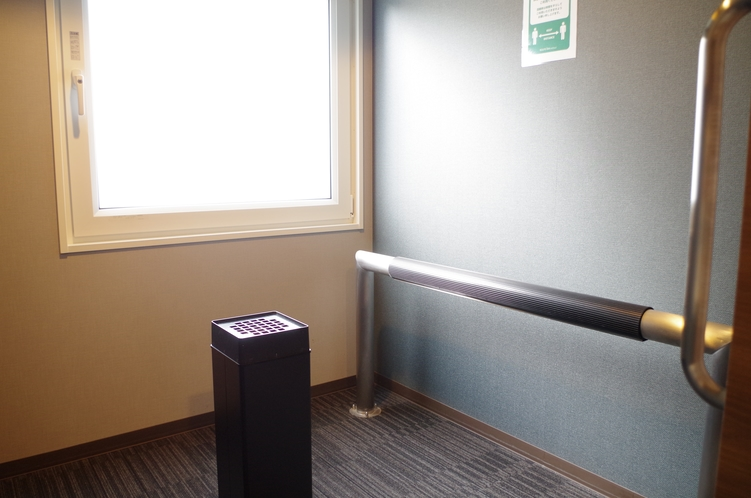 ★喫煙コーナー(1階・5階・8階)