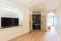 当施設の客室はおしゃれな内装に大きい窓があって明るくて居心地がいい♪